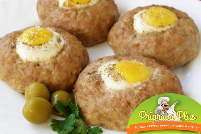 Готовим куриные котлеты с яйцом